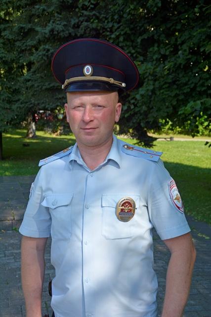 В День России смоленский полицейский спас утопающего