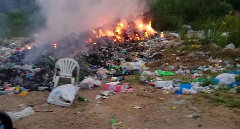 Жители Рославльского района мучаются от зловонного дыма