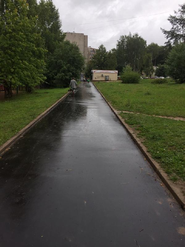 «Рай для пешеходов». В Смоленске возле детского сада и школы отремонтировали дорогу