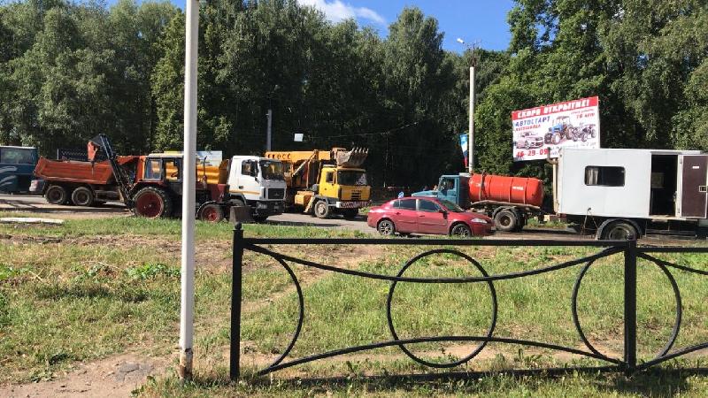 В Смоленске ликвидирует прорыв на водопроводе