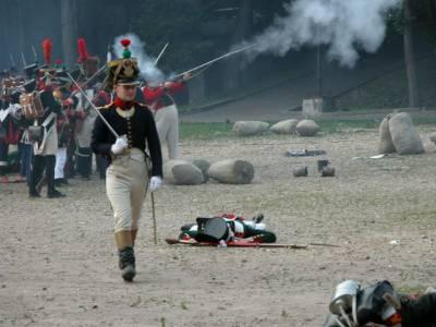 В центре Смоленска реконструируют сражение 1812 года