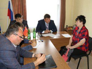Игорь Ляхов провел прием граждан в Дорогобужском районе