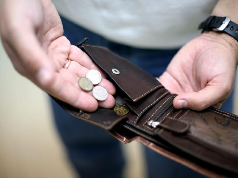 Лишение смолян зарплат привело к возбуждению уголовного дела