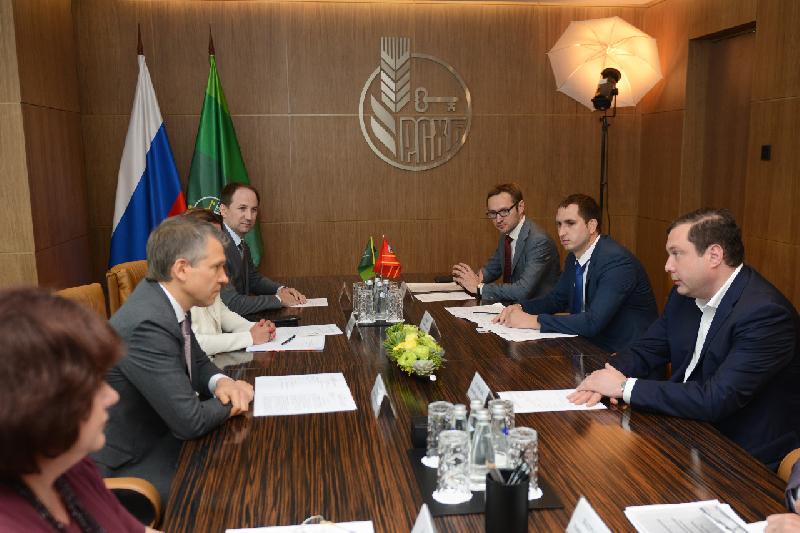 Алексей Островский договорился с руководством Россельхозбанка об открытии дополнительных офисов в Смоленской области
