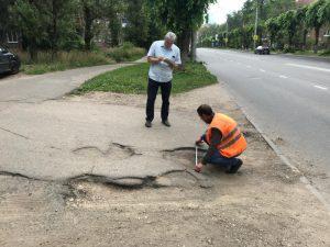 В Смоленске просят отремонтировать дороги к женским консультациям
