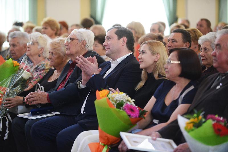Кому в Смоленске вручили Почетный знак «Материнская слава»