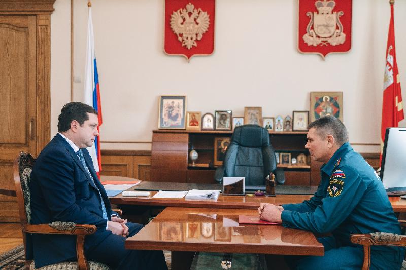 Алексей Островский обсудил с главным смоленским спасателем актуальные проблемы