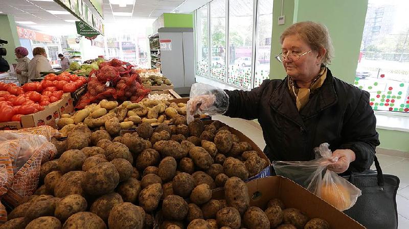 Мясо дешевеет, а картошка дорожает: динамика роста цен в Смоленской области