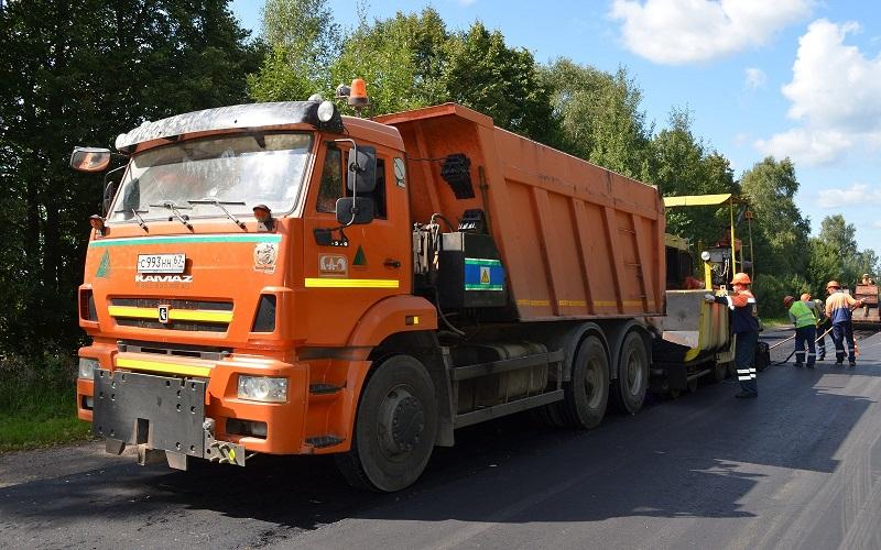 «Смоленскавтодор» ремонтирует дорогу в Руднянском районе
