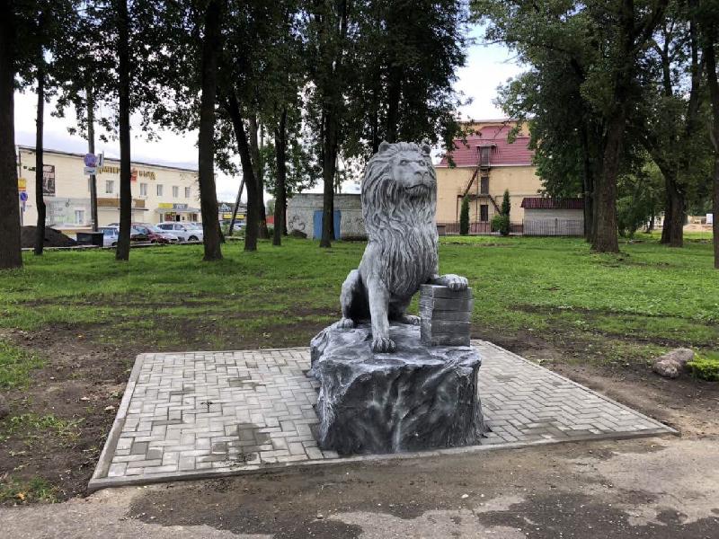 Отдых смолян в парке Рославля будет охранять лев