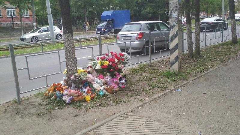 В Смоленске оградили участок дороги, где насмерть сбили ребенка
