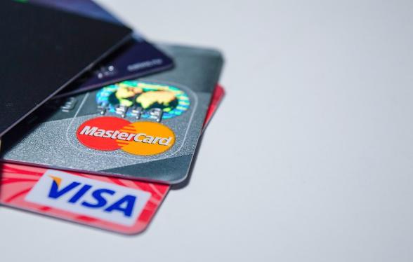 Смоляне могут оплатить налоги картой зарубежного банка
