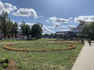В Смоленске в сквере «Крылатые земляки» проходит масштабное озеленение
