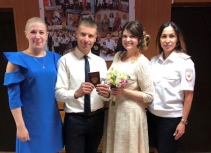 Сегодня утром в Смоленске полицейские спасли свадьбу