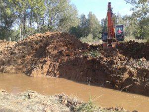 В смоленском райцентре все-таки не устранили прорыв на водопроводе