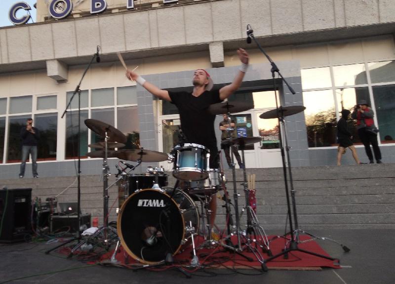 «Безумный барабанщик» «зажег» в Смоленске