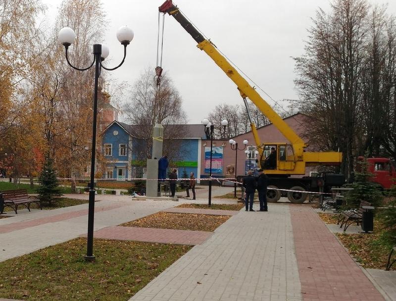 В Гагарине установили стелу героям