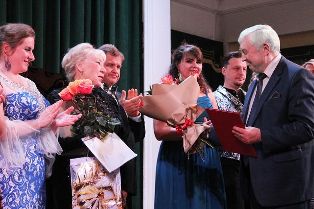 Юрий Сынкин поздравил с юбилеем оперную студию