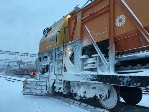 Зимой железную дорогу в Смоленской области будут чистить 18 единиц спецтехники