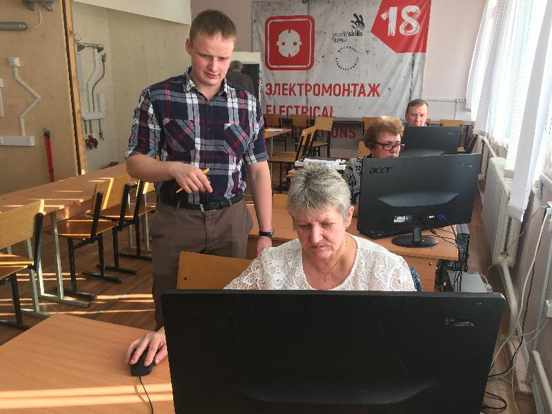 «От учителя до бизнесмена». В Смоленске предпенсионеры осваивают новые профессии
