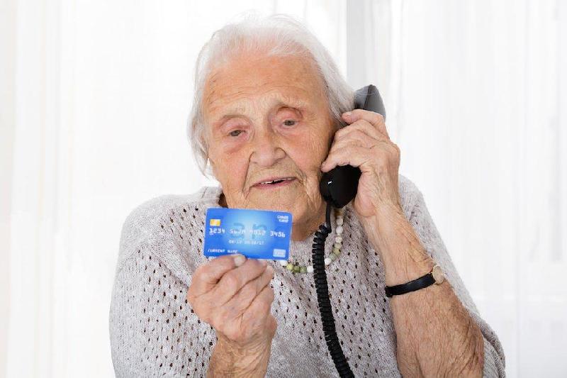 В Смоленске жулик «развел» бабушку почти на 100 тысяч