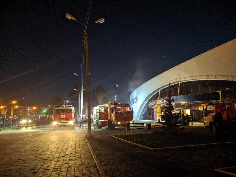 В МЧС рассказали подробности пожара в смоленском Ледовом дворце