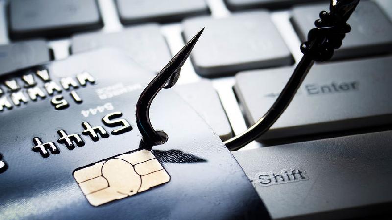 В Смоленске у местного жителя украли 7 тысяч рублей с банковской карты