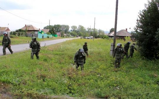 Зарядка, разминирование, стрельба. В Смоленской области прошли военные сборы допризывной молодежи