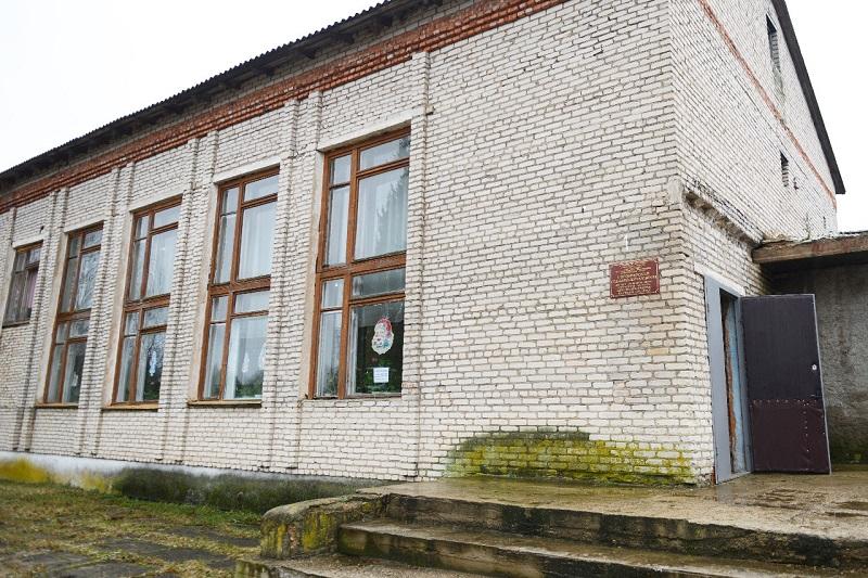 В сельском ДК под Смоленском решат проблему с крышей