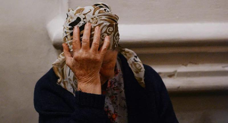 В смоленском райцентре на 83-летнюю пенсионерку напал грабитель