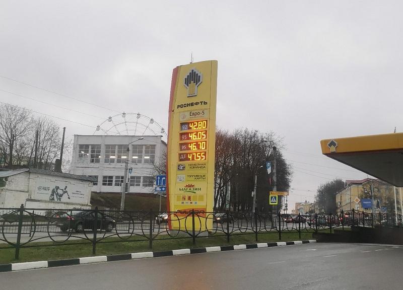 На заправках Смоленска вновь подорожал бензин