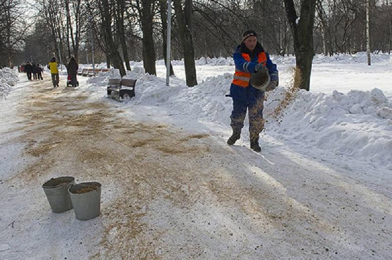 Дороги в Смоленске будут посыпать реагентами только в сильный «минус»