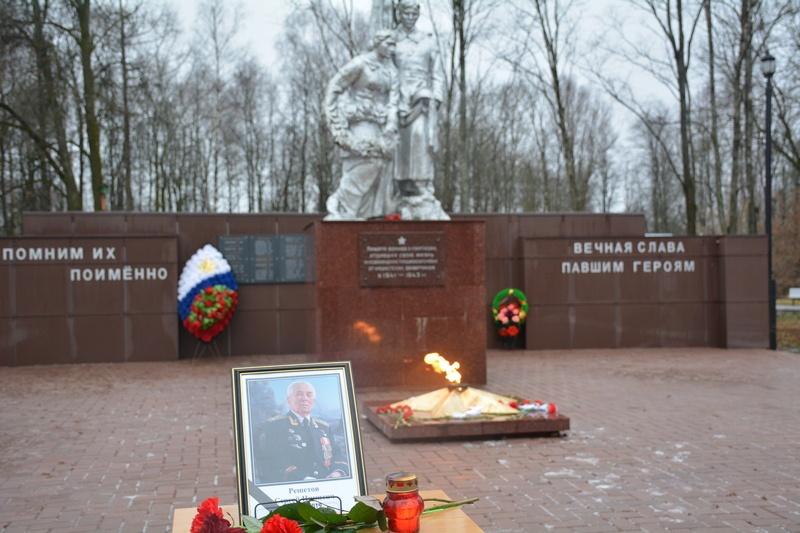 В Смоленской области почтили память ушедшего из жизни Героя Советского Союза Сергея Решетова