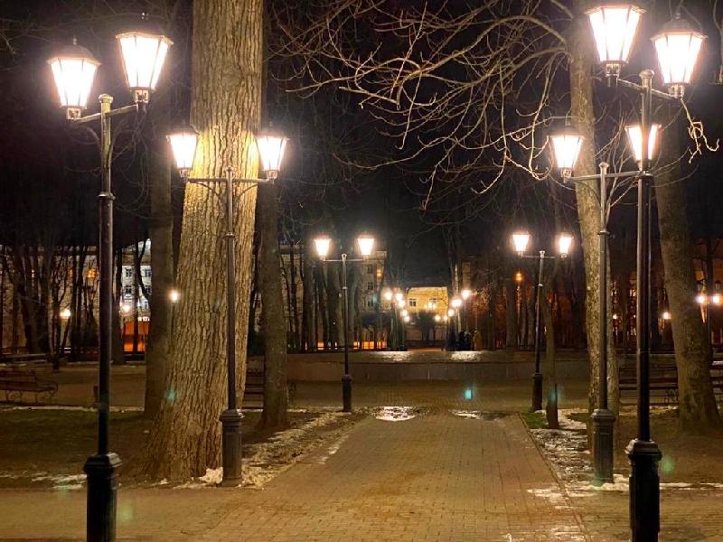 В центре Смоленска обновили фонари