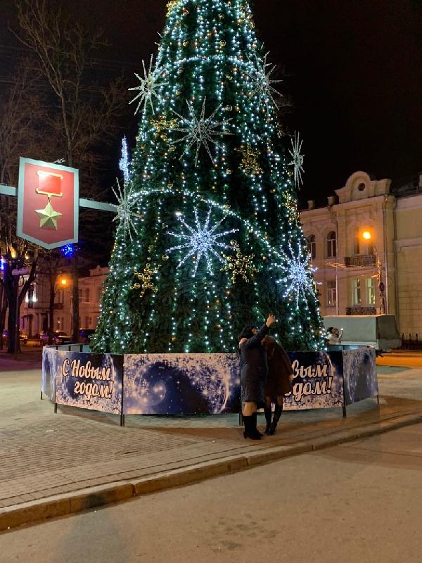 В Смоленске украсили главную елку города