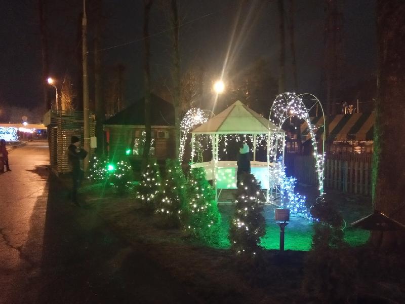В главном парке Смоленска сделали новогоднюю фотозону