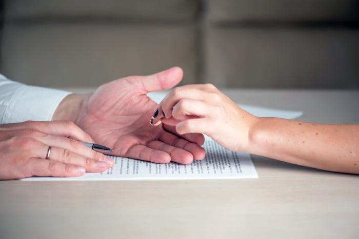 Рожать и разводиться стали чаще. ЗАГС в смоленском муниципалитете подвел итоги года