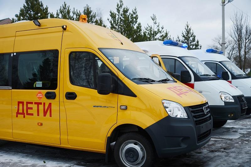 Соцучреждения Новодугинского района получили новые автомобили
