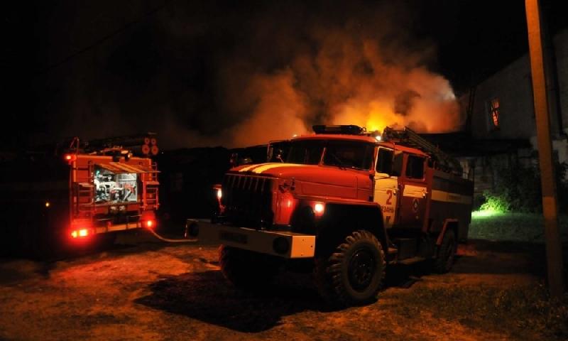 В пожаре в смоленском райцентре погибли двое людей