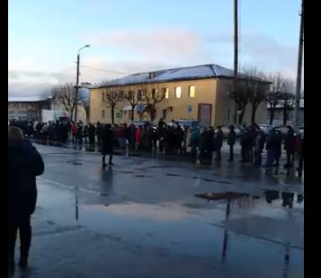 Розыгрыш призов в смоленском ТЦ собрал очередь в несколько сотен метров
