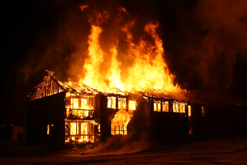 Погиб подросток. В МЧС рассказали о вчерашнем пожаре в Смоленской области