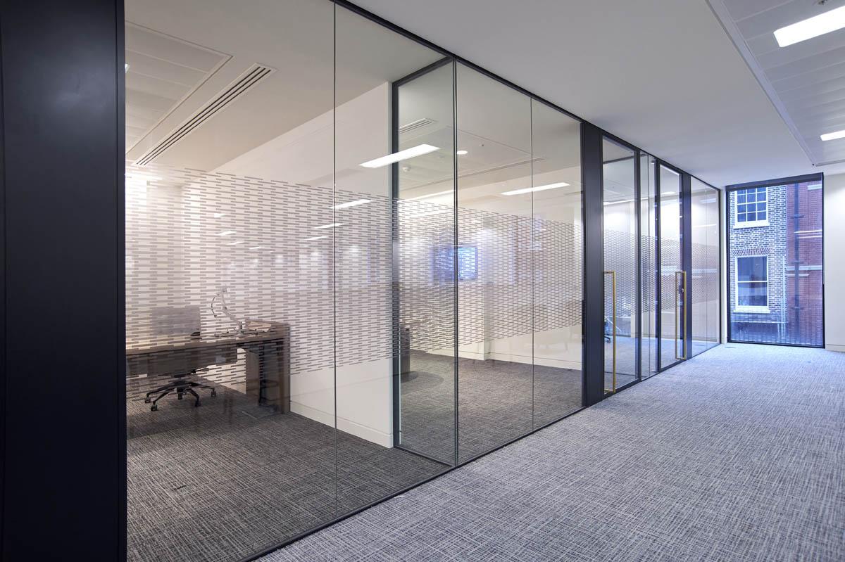 Офисные стеклянные перегородки от компании «Stekloff»