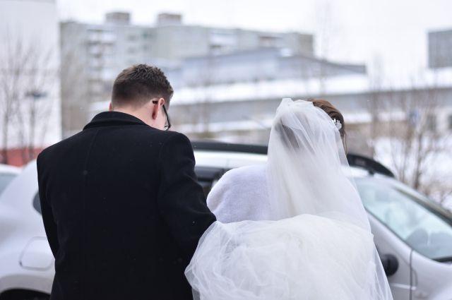 Смолянам порекомендовали играть свадьбы после 1 июня