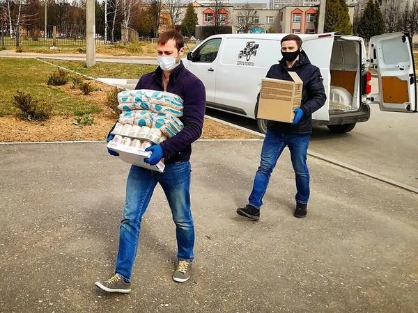 Первый канал показал, как смоленские волонтеры помогают больным COVID-19