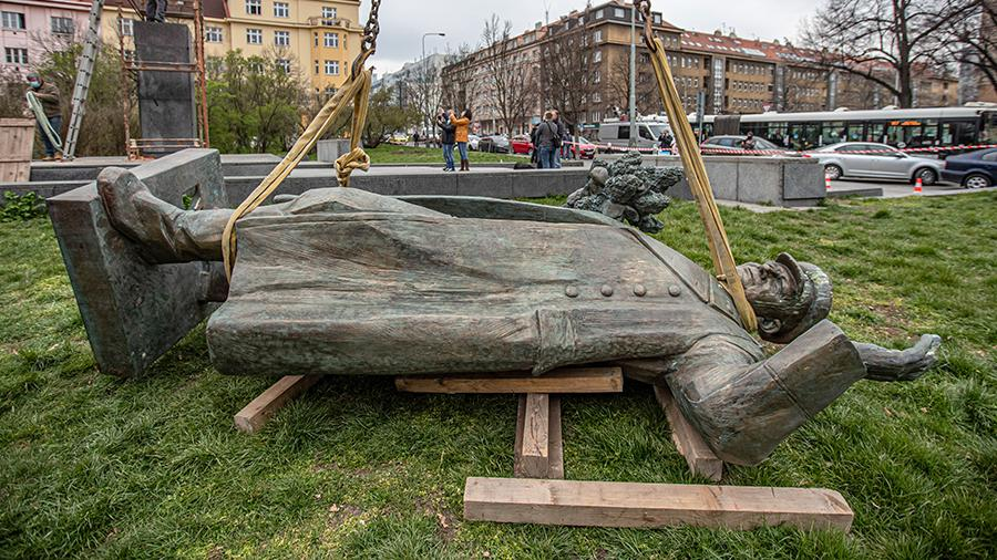 Глава МО Чехии заявил о невозможности передать РФ памятник Коневу