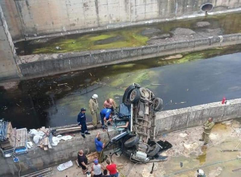 «Авто несколько метров летело вниз» Появились кадры смертельного ДТП в Смоленской области
