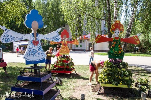 Клумбы «Девчата» переехали в Смоленске