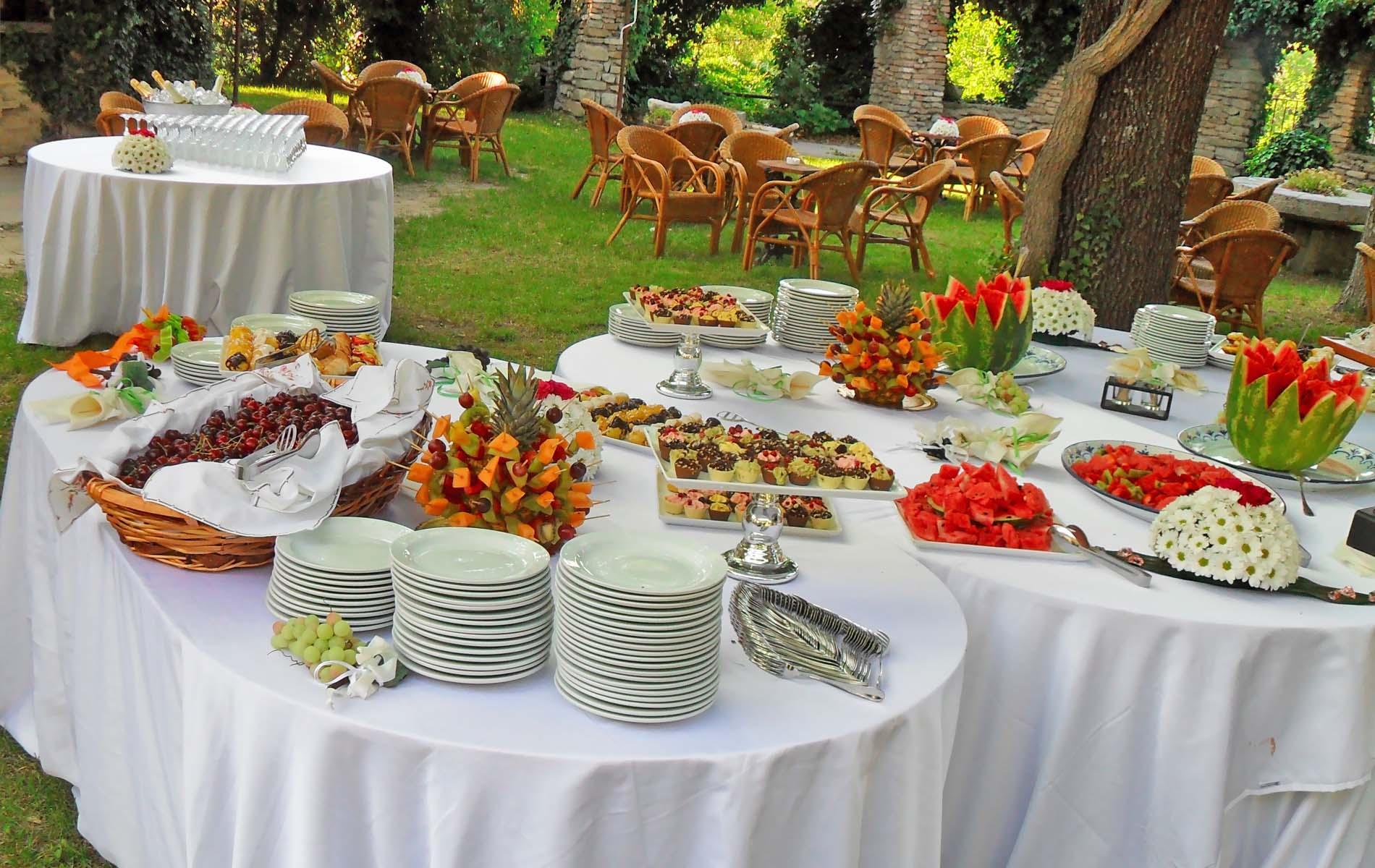 Кейтеринговые компании – помощники в организации питания!