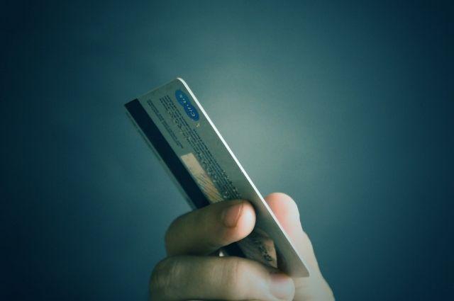 Смолянку подозревают в использовании чужой банковской карты в магазинах