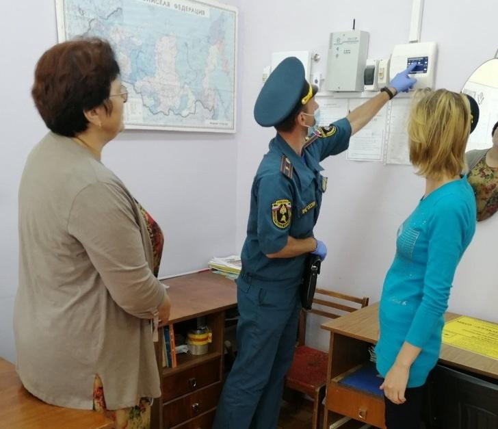 В Смоленской области сотрудники МЧС проверяют учебные учреждения